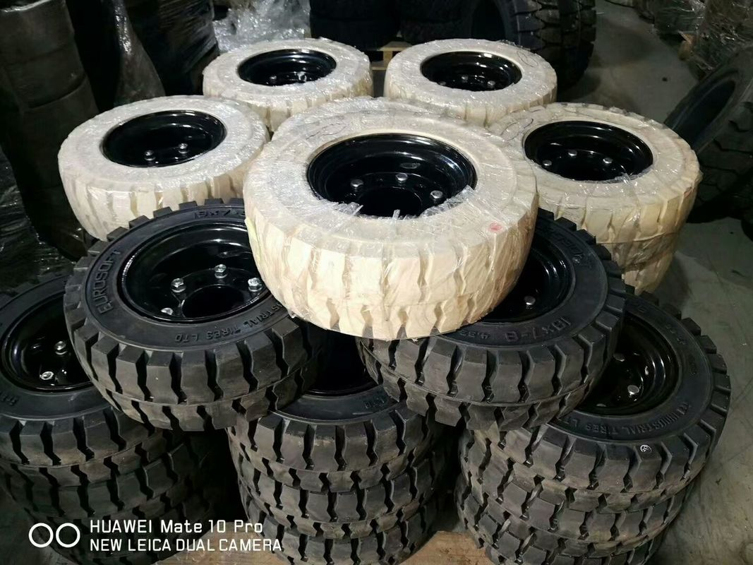 Solid Forklift Tires 10 - 28 Forklift Spare Parts Low Speeding High Pressure Performance