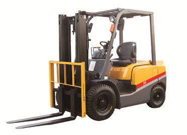 2 3 4ton ISUZU energy saving engine diesel powered forklift yellow color turning radius 2170mm with CE certificate